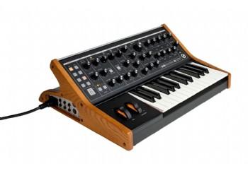 Moog Subsequent 25 - 25-tuşa sahip analog synthesizer